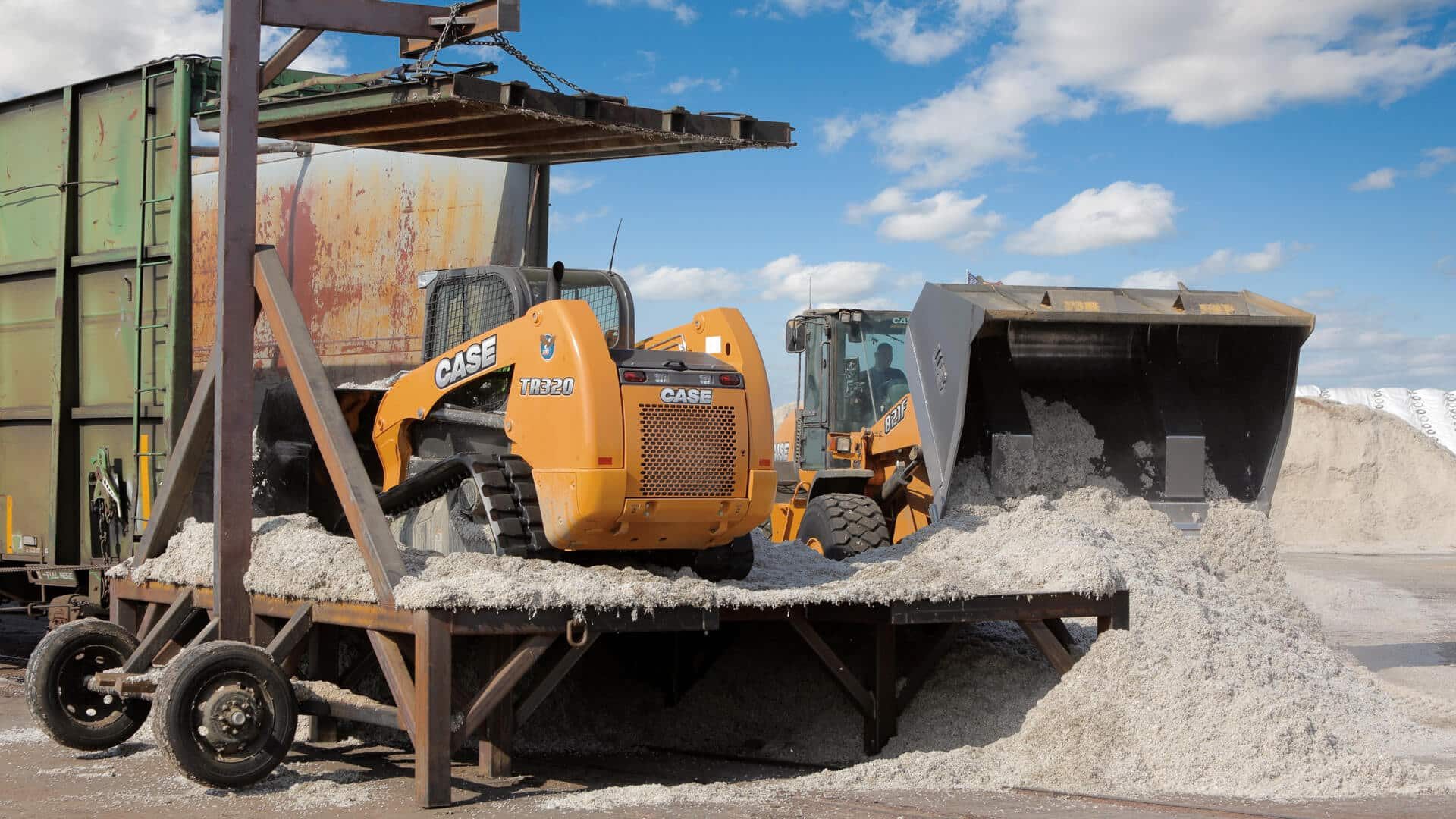 CASE TR320 Compact Track Loader | CASE Construction Equipment