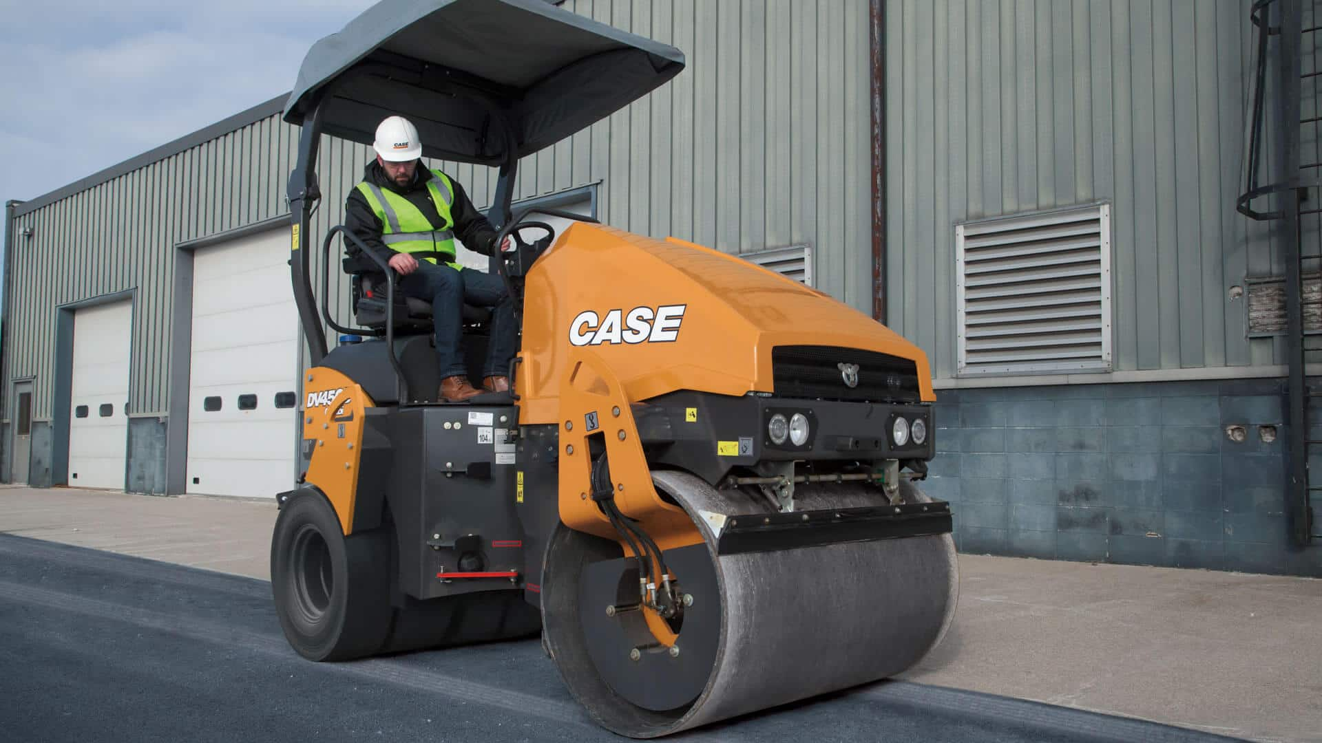 https://assets.cnhindustrial.com/casece/nafta/assets/Products/Compaction-Equipment/Double-Drum-Rollers/DV45CD_DV45D_IMG_0325.jpg?Width=800&Height=450