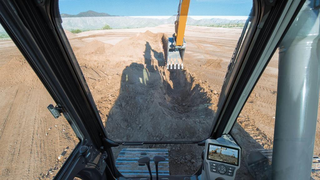 https://assets.cnhindustrial.com/casece/nafta/assets/Products/Excavators/Full-Size-Excavators/CX210D_RJP_4172_.jpg
