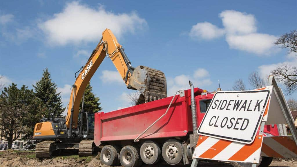 https://assets.cnhindustrial.com/casece/nafta/assets/Products/Excavators/Full-Size-Excavators/CX350D/CX350D_CASE_StateSt_Racine_0898.jpg