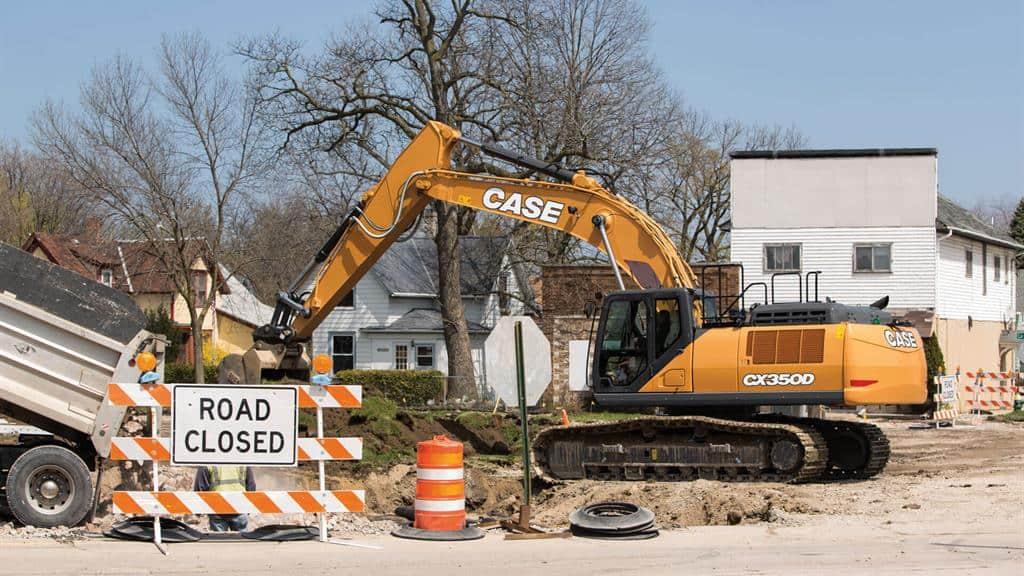 https://assets.cnhindustrial.com/casece/nafta/assets/Products/Excavators/Full-Size-Excavators/CX350D/CX350D_CASE_StateSt_Racine_0943.jpg