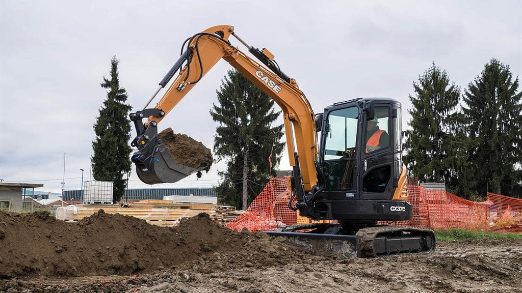 https://assets.cnhindustrial.com/casece/nafta/assets/Products/Excavators/Mini-Excavators/CX37C/CCE_CEXC_CSER_photo_1-4-17_CX37C_AFP0812.jpg