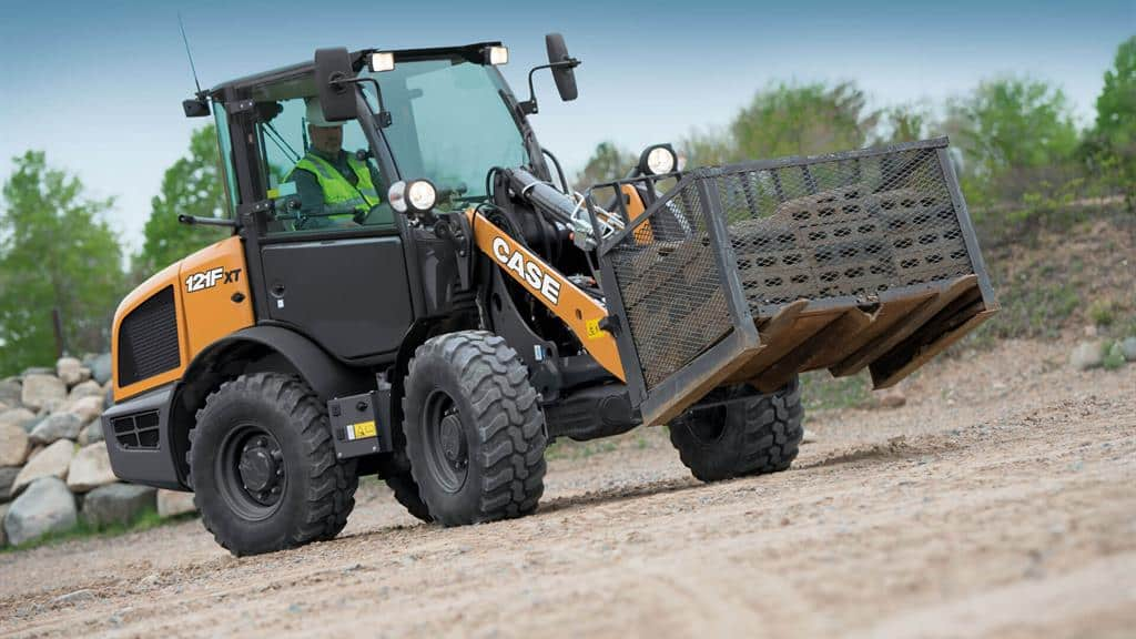 https://assets.cnhindustrial.com/casece/nafta/assets/Products/Wheel-Loaders/Compact-Wheel-Loaders/121FXT_RJP_7701_effect.jpg