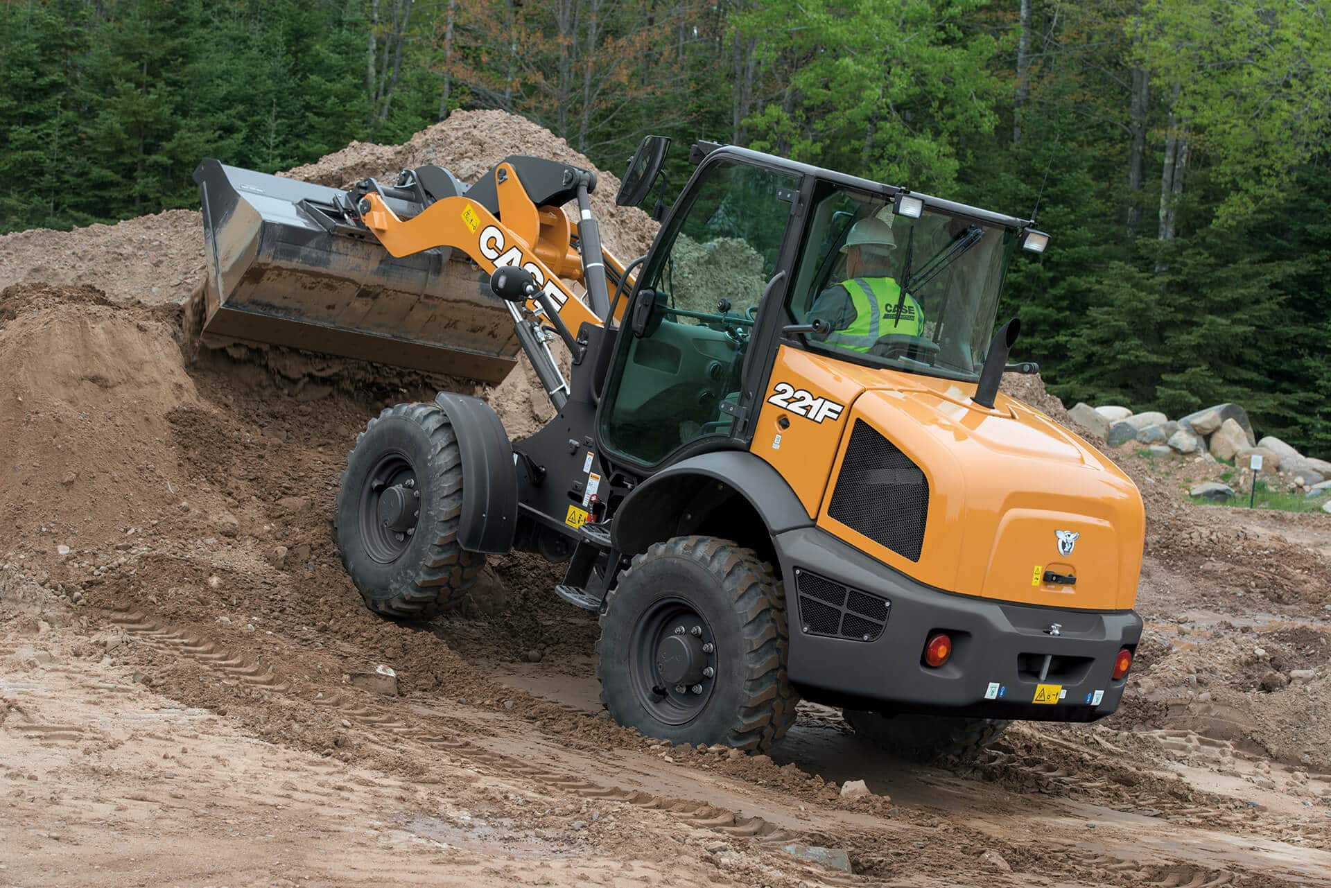 CASE 221F Compact Wheel Loader | CASE Construction Equipment