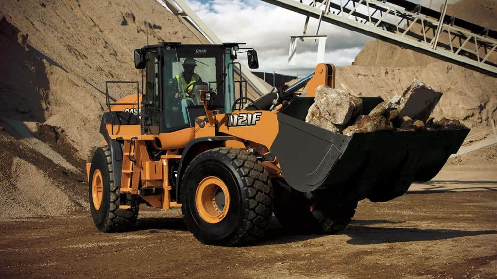 https://assets.cnhindustrial.com/casece/nafta/assets/Products/Wheel-Loaders/Full-Size-Wheel-Loaders/1121F-9483_effect_T4F.jpg