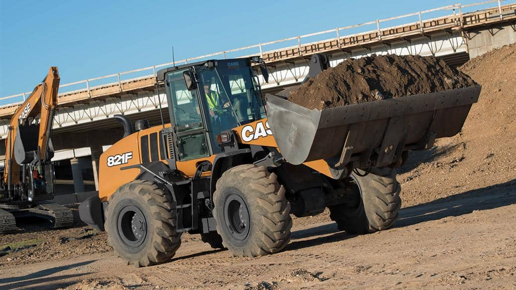 https://assets.cnhindustrial.com/casece/nafta/assets/Products/Wheel-Loaders/Full-Size-Wheel-Loaders/821F/CCE_WL_FSER_photo_1-30-18_821F_RJP9607_T4F.jpg