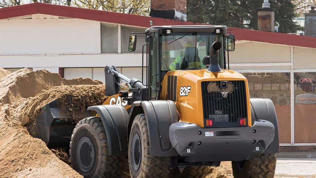 https://assets.cnhindustrial.com/casece/nafta/assets/Products/Wheel-Loaders/Full-Size-Wheel-Loaders/821F/CCE_WL_FSER_photo_2-20-18_821F_CASE_StateSt_Racine_0709.jpg
