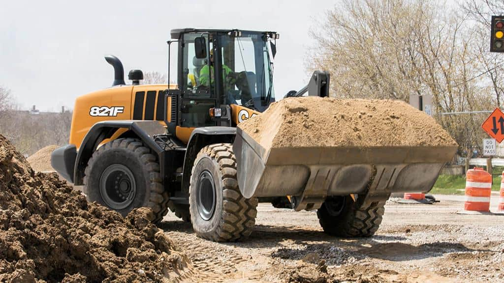 https://assets.cnhindustrial.com/casece/nafta/assets/Products/Wheel-Loaders/Full-Size-Wheel-Loaders/821F/CCE_WL_FSER_photo_2-20-18_821F_CASE_StateSt_Racine_0715.jpg