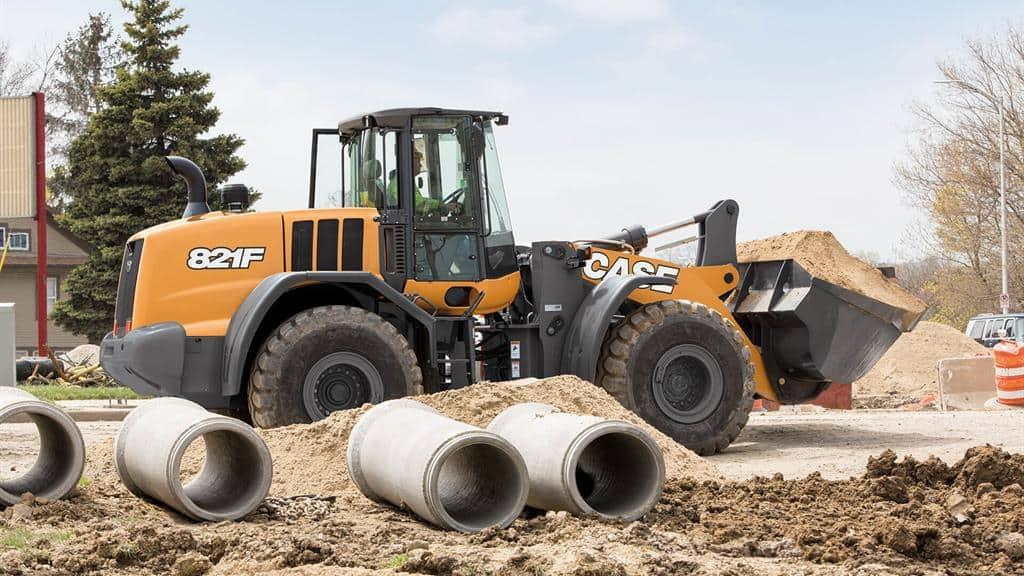 https://assets.cnhindustrial.com/casece/nafta/assets/Products/Wheel-Loaders/Full-Size-Wheel-Loaders/821F/CCE_WL_FSER_photo_2-20-18_821F_CASE_StateSt_Racine_0759.jpg
