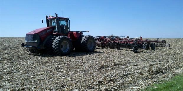 Case IH Awards Illinois Farmer iPad for Sharing His Experience