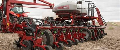 //assets.cnhindustrial.com/caseih/NAFTA/NAFTAASSETS/Products/Planting-and-Seeding/2000-Series-Early-Riser-Planter/Images/2000%20Series%20Planters_0066_04-15.jpg?width=410&height=171