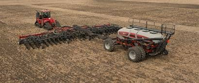 //assets.cnhindustrial.com/caseih/NAFTA/NAFTAASSETS/Products/Planting-and-Seeding/5-Series-Precision-Air-Carts/General-Images/3555%20Air%20Cart_800%20Hoe%20Drill_1369_06-15.jpg?width=410&height=171