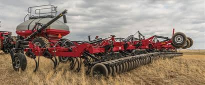 //assets.cnhindustrial.com/caseih/NAFTA/NAFTAASSETS/Products/Planting-and-Seeding/Flex-Hoe-Air-Drills/400/400_Flex_Hoe_0413_1799.jpg?width=410&height=171