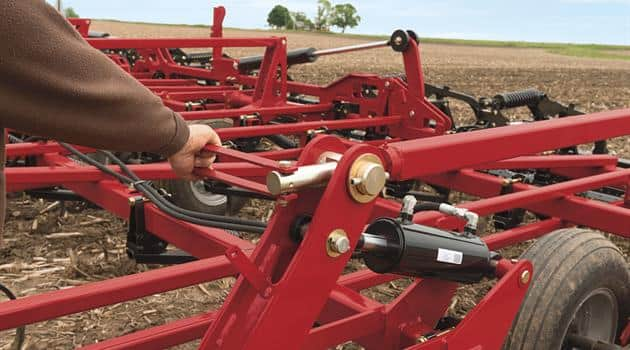 Field Cultivators_No-tool Machine Leveling