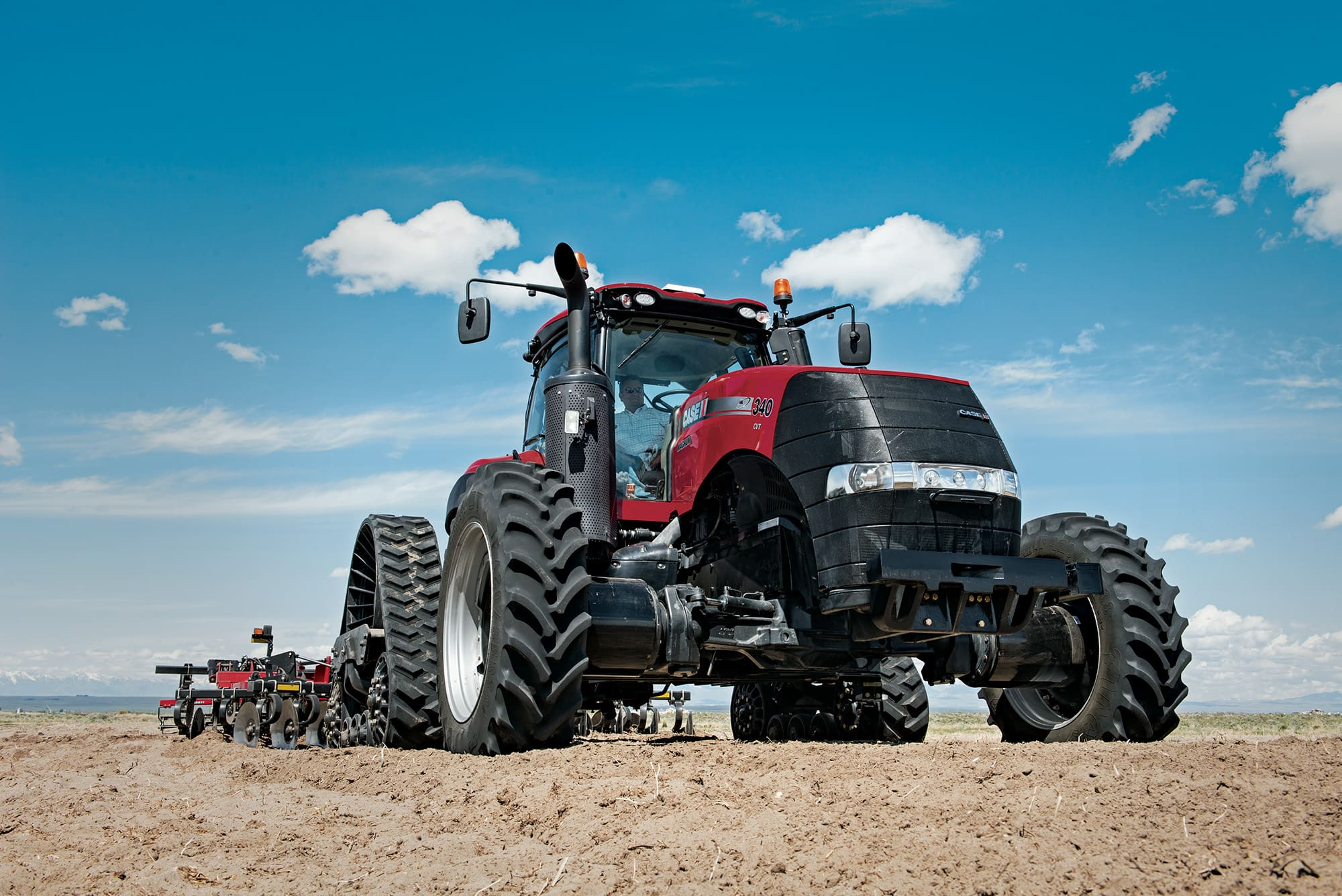 Magnum Series | Rowtrac & Scraper Tractors for Row Crop Farming | Case IH