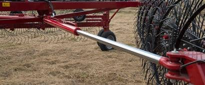 //assets.cnhindustrial.com/caseih/NAFTA/NAFTAASSETS/Products/Wheel-Rakes-and-Mergers/Wheel-Rakes/General_Images/WR302%20Wheel%20Rake%20Details_AGH-0953_10-14.jpg?width=410&height=171