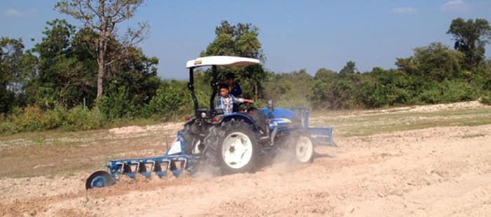 agricultural-tractors-overview-02.jpg