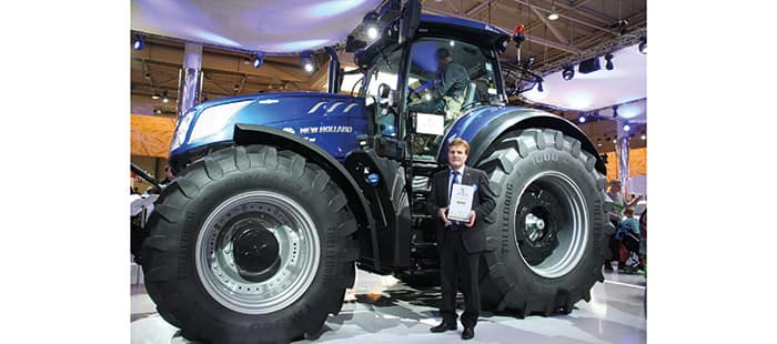 t7-315-tractor-wins-machine-of-the-year-2016-02.jpg
