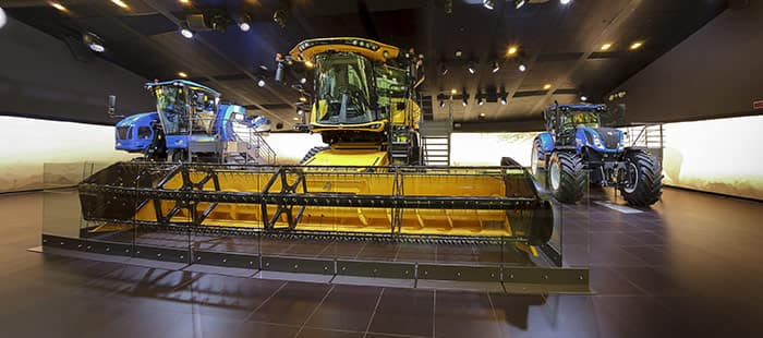 new-holland-agriculture-at-expo-pavillion-04.jpg