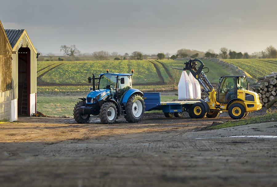 NEW HOLLAND LANCIA LA NUOVA PALA GOMMATA COMPATTA: UNA NUOVA SOLUZIONE PER LA MOVIMENTAZIONE DEI MATERIALI AGRICOLI New-holland-launches-compact-wheel-loaders-at-sima-2015-01