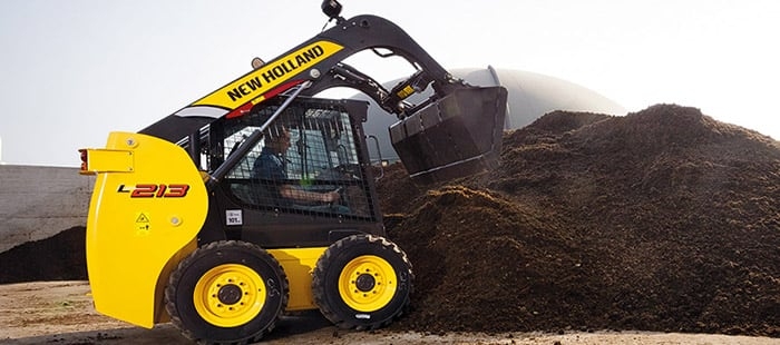 skid-steer-loaders-unparalleled-pushing-power-01.jpg