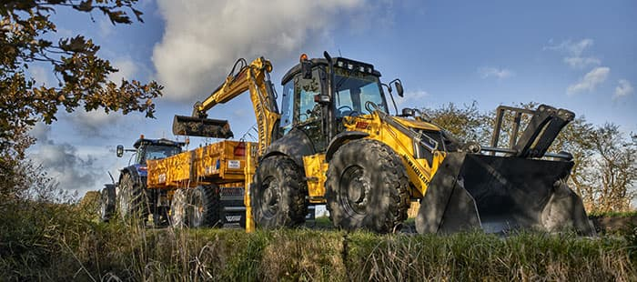 backhoe-loaders-hydraulic-versatility